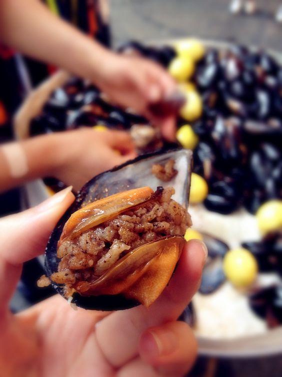 Midye Dolma stuffed mussel Istanbul street food
