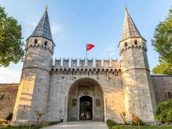 Istanbul recognizable landmarks Topkapi palace and Rumelihisari