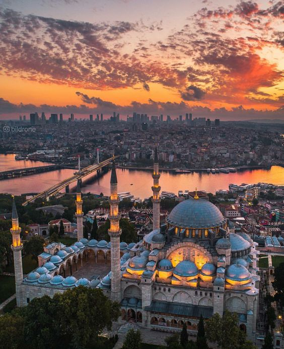 The architecture style of Suleymaniye mosque