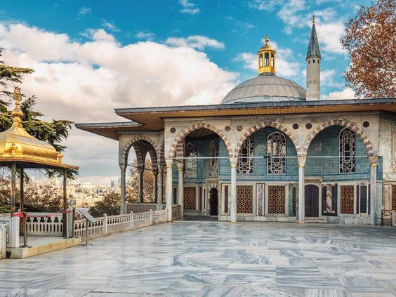 the first courtyard area of Topkapi palace