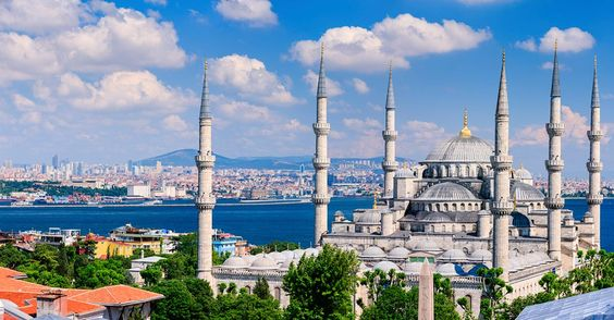 the six minarates of the Blue Mosque