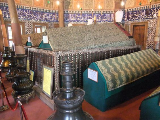 the tombs in Suleimaniye mosque