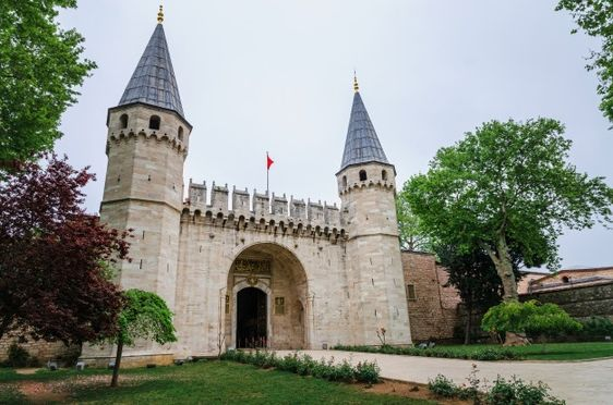 Travel to Istanbul visiting Topkapi palace