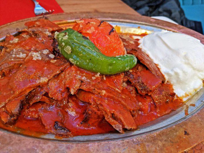 Traditional Turkish food Iskendar kebab