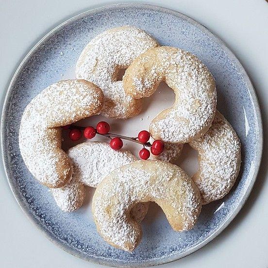 Classic Austrian cookies Vanillekipferl
