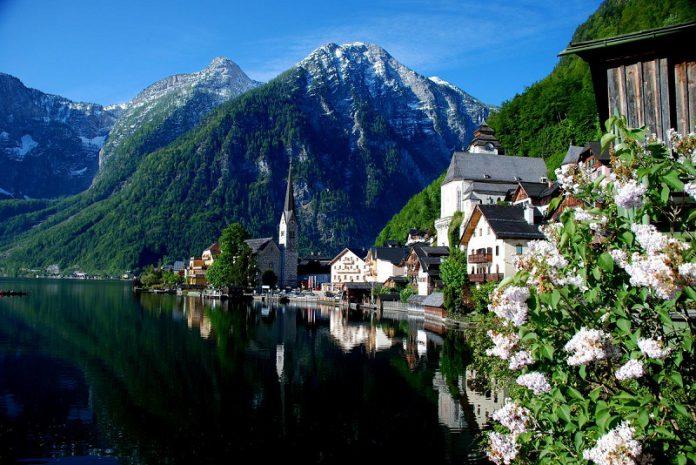 the fairytale village Hallstatt in Austria
